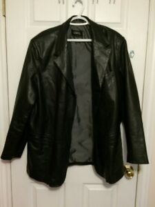 LEATHER COAT SIZE LARGE (44)