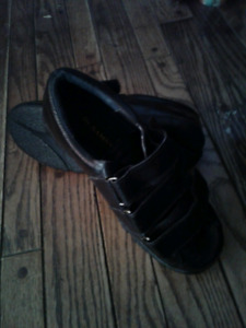 Mens size 9 leather shoes - Dr. Sammys