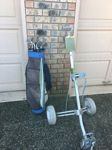 Mens RH golf clubs and pull cart