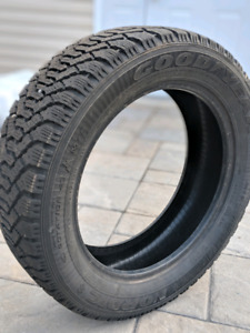 1 winter tire good year 215-55 r17