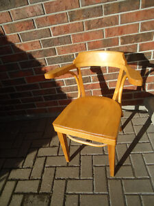 LIGHT SOLID WOOD DESK CHAIR - EXCELLENT CONDITION