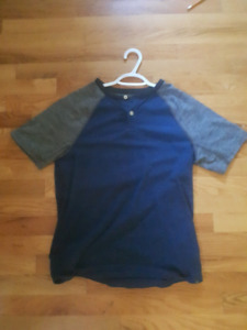 American Eagle t-shirt (size small)
