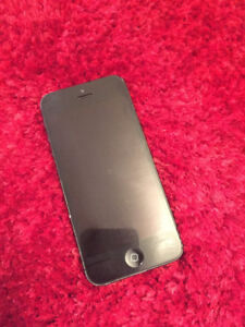 Iphone 5 - Unlocked - 16GB - Comes with 4 cases -