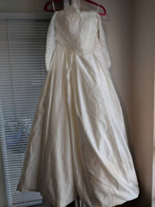 $248 NEW and unworn Wedding Gown - Fits size 2 to 6