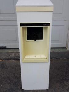 Distributeur d'eau froide 18 litres/ Réservoir d'eau froide