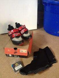 Nike Gabuche cycling shoes with decathlon covers and cleats.
