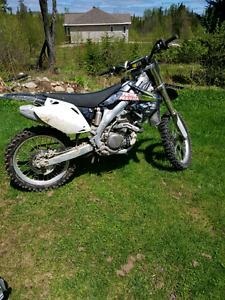 Crf 450 r 2006 avec un autre moteur pour pieces 2800$