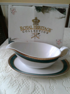 NEW 2   PIECE  GRAVY  BOAT  SET