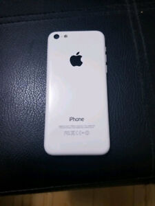 Selling an iPhone 5C (White) with a case (9/10 Condition)