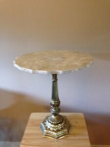 Table en marbre et bronze