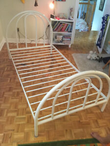 Lit simple Amisco twin size bed