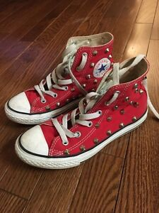 Kids shoes sz 1 and 2 (converse and gap) Windsor Region Ontario image 1
