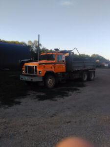99 ihc tandem truck w/ gravel box