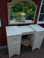 VANITY WITH MIRROR AND BENCH SET