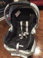 Graco Snugride 35 Classic Connect Infant Car Seat