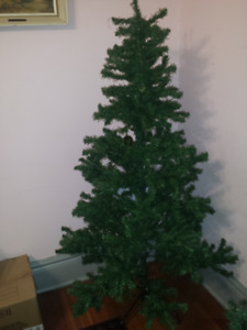 5.5 ft Artificial Christmas Tree