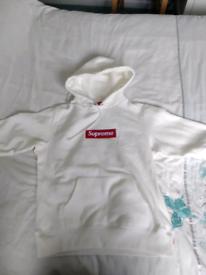 2a27e8f6f7b8 Supreme white box hoodie small perfect condition