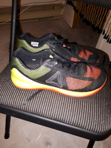 Sneakers size 9.5