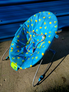 Infant bouncy chair. Good condition.