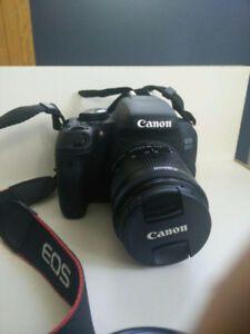 LIKE NEW! Canon EOS 800D