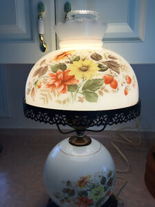 VINTAGE HAND PAINTED TABLE LAMP