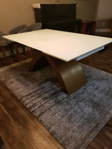 Arch Glass Dining room table