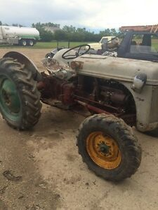 Ford 8n tractor    Neat old tractor, 3 point hitch  Runs, Drives
