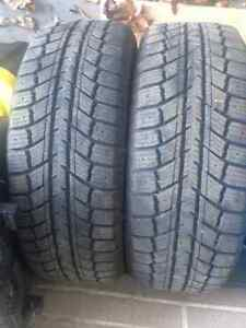 SET OF 2 195/60R15 WINTER TIRES LIKE NEW