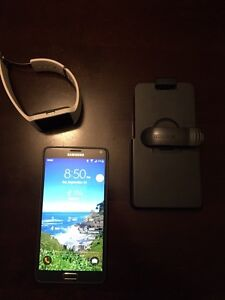 Samsung Note 4 with Sony smartwatch 3 and case