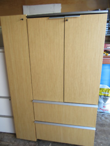 Good Quality Office furniture for sale ******* Call 386-1987
