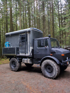 Unimog 1300L with camper