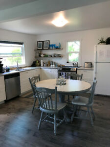 GIMLI COTTAGE GETAWAY/AUGUST 24-31-7 NIGHT STAY AVAILABLE