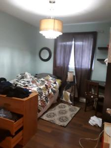 ROOM FOR RENT - Dmth Sept 1- Female