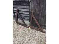 Solid timber porch gallows bracket pair 900mm x 900mm