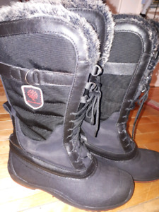 Canadiana womens winter boots size 9