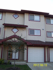 4DDR+3.5Bath Townhouse in Timberlea Available June 1st