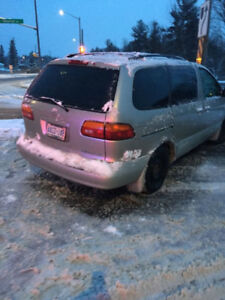 2000 Toyota  Sienna  for parts