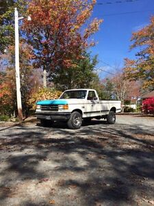 Ford 4x4 pickup