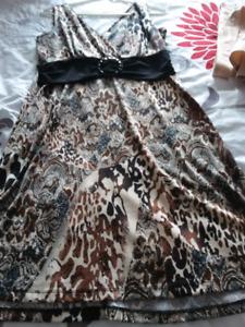 2 robes grandeur large et 1 ensémble jupe