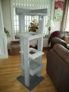 Indoor / Outdoor Tree House & Scratching Post - Made Strong !