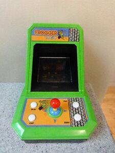 Excalibur Konami Frogger Arcade Table Top Game 2005