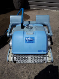 Dolphin Supreme M4 Pool Robot Cleaner