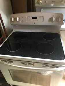 Hotpoint electric stove for sale!!! London Ontario image 1