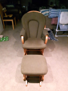 Gliding Chair with Ottoman