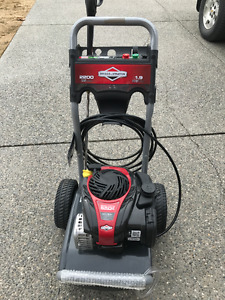 Briggs & Stratton 2200 power washer - nearly new condition