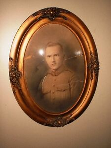 WWI SOLDIER Antique Oval Picture Frame w/ Convex Glass
