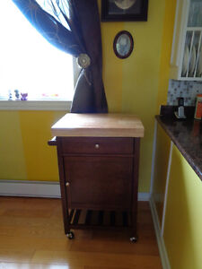 KITCHEN CART IN EXCELLENT CONDITION