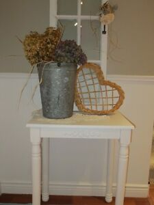 TABLE D'APPOINT DE STYLE SHABBY CHIC