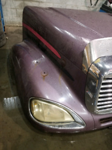 Hood for sale freightliner Columbia 2003 to 207