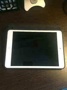 iPad Mini 2 with Apple Smart Cover and stand London Ontario image 8